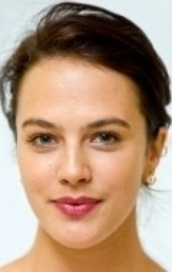 Full Jessica Brown-Findlay filmography who acted in the animated movie Happy Family.